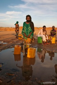 Women Collect Water in Niger