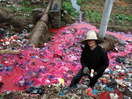 polluted-river-dyes-537x402